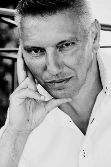 Gil Emmanuel - un artiste passionné